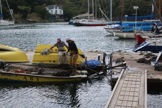 11月7日浚渫のための艇の移動が始まっています。